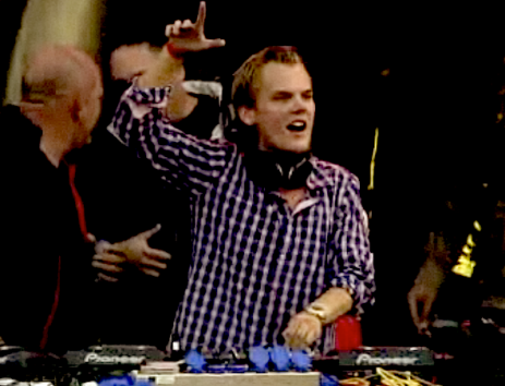 relive avicii s performance tomorrowland 2011 in belgium click image ...